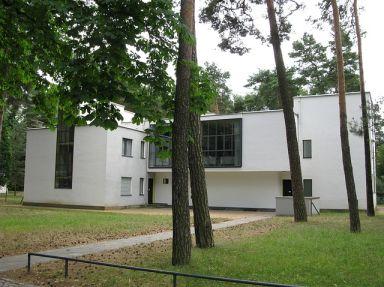Bauhaus School Features